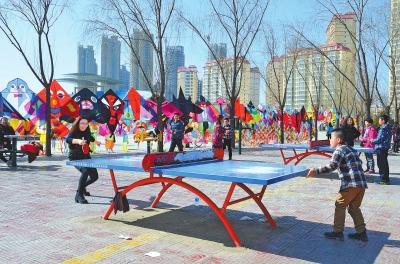 临夏市东郊体育场成为市民户外活动的好去处(图)