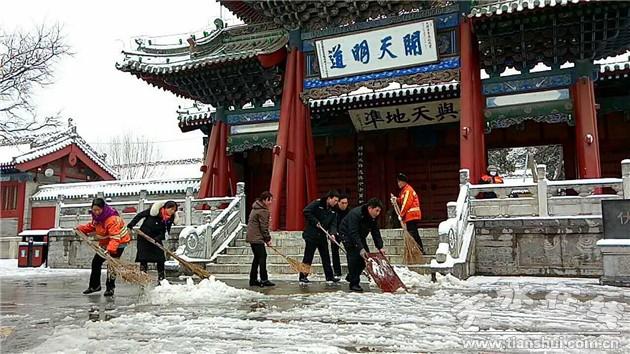 天水秦州区城乡环卫局全力开展清理积雪融雪工作(图)