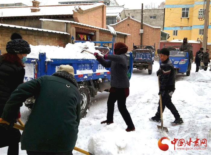 甘南州合作市:干群齐心扫雪忙(图)