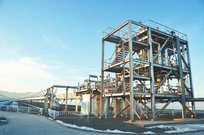 酒泉阿克塞50兆瓦高温熔盐槽式光热发电项目建设现场(图)