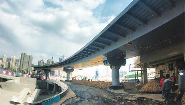 兰州北广场环形人行天桥正在紧张有序建设中(图)