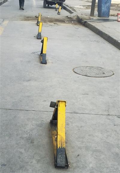 兰州小区车主私装地锁 妨碍通行居民不满(图)
