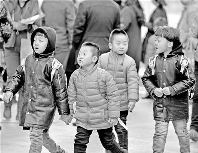 """【记者关注】南京推行""""弹性放学"""" 兰州是否可试水施行?(图)"""