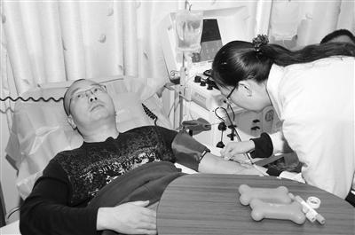 """19年无偿献血144次 """"甘肃最美志愿者""""王俊:有人说我献血上瘾 不如说我救人上瘾"""