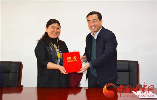 临夏永靖县聘任高校教授助力旅游发展(图)
