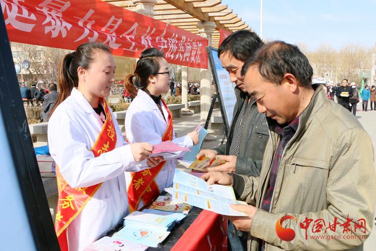 """张掖市临泽县开展""""3.5""""学雷锋集中志愿服务活动(图)"""