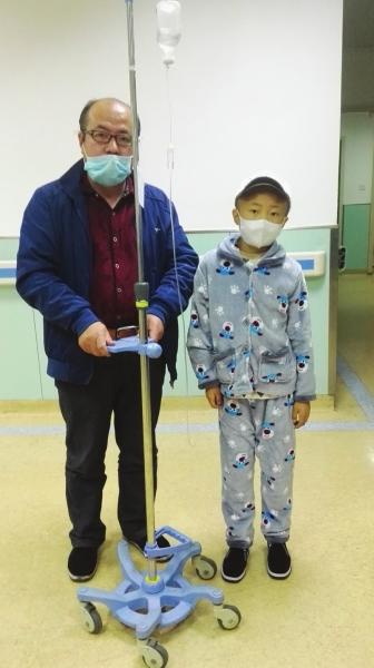 兰州永登8岁男童俞程翔不幸患上白血病