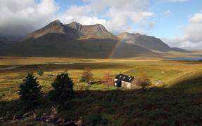 苏格兰牧羊人小茅屋美景似世外桃源
