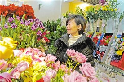 妇女节 兰州花卉市场康乃馨等鲜花热销