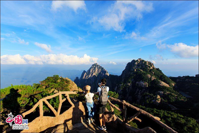 黄山集亿万年地质史于一身 融天下美景