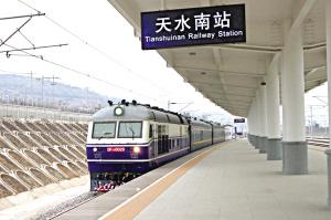 """兰铁局""""特种列车""""上线检测宝兰客专"""