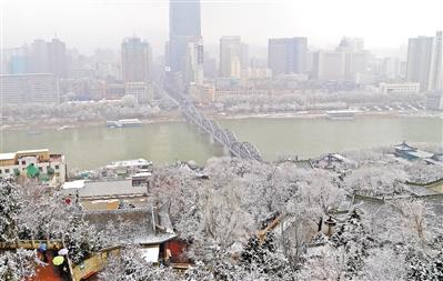 漫天春雪来 金城撒银花