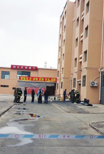 白银发生一起火灾伤亡事故 一楼起火五楼住户逃生 致2死3伤 (图)