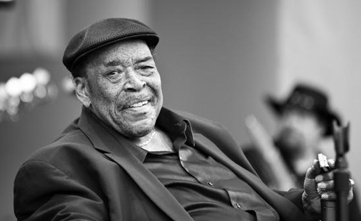 美国殿堂级口琴手詹姆斯·科顿去世享年81岁