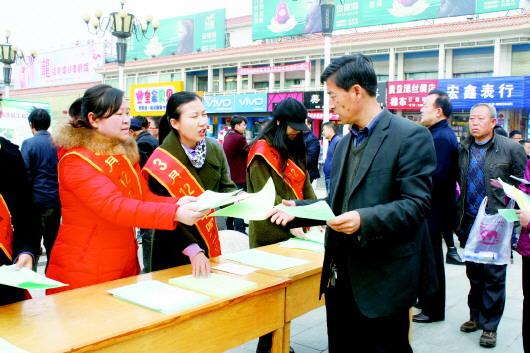 """白银靖远县开展""""全民义务植树,保护生态家园""""主题宣传活动"""