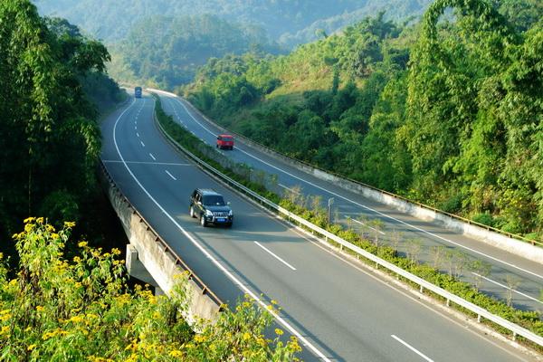 飞天舞长空 丝路变通途——甘肃省加快推进交通运输业发展综述