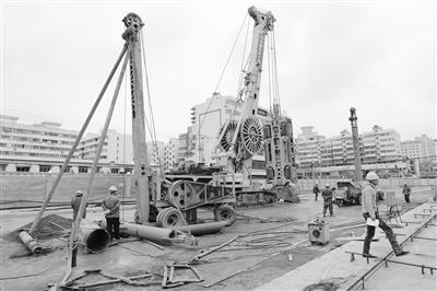 兰州地铁2号线一期工程 火车站站开始一期永久围挡施工