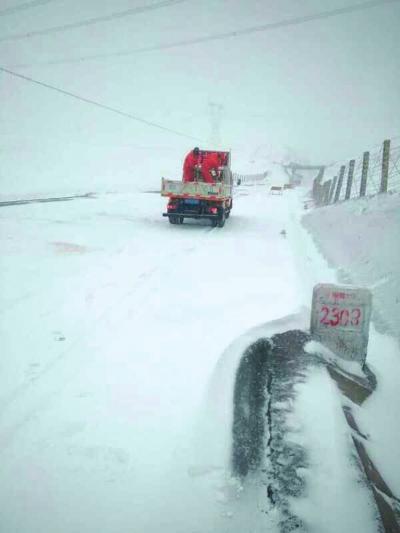 陇原多地昨迎雨雪天气 连霍高速河西部分路段实行交通管制