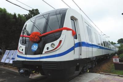 """【兰州轨道交通】1号线一期工程电动客车陆续""""体检"""" 投入运营后26辆列车将在轨运行"""