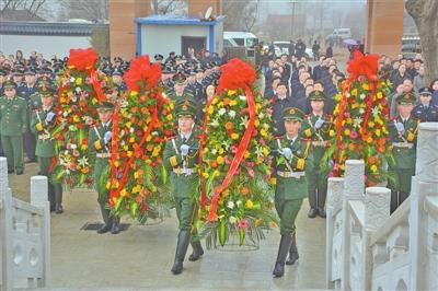 甘肃省军区、庆阳军分区等相关单位在庆阳正宁县烈士陵园扫墓
