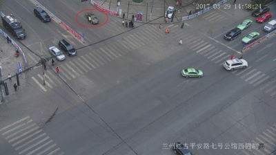 兰州红古:闯红灯逆行逃跑拖协警 肇事司机被拘留(图)