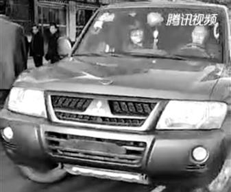 天水秦安交警大队查处一辆无牌运钞车 司机被罚款200元记12分