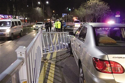 兰州:连撞三车逃逸途中再撞三车这个醉驾司机真摊上大事了