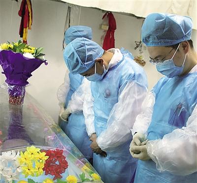 26岁男子来兰出差意外病逝 父母含泪捐献眼角膜 (图)