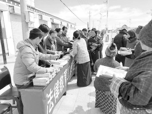 甘南:法治宣传进牧村 普法意识入人心