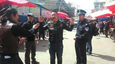 """兰州市张苏滩市场上演""""抓捕行动""""(图)"""