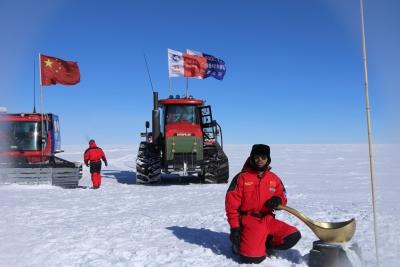 甘肃省南极科考队员杜志恒凯旋 参与冰芯钻探突破800米工作(图)