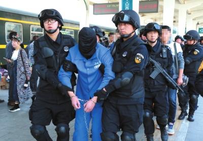 兰州市西固警方成功摧毁一特大贩运毒品团伙 缴获毒品海洛因20.26公斤(图)