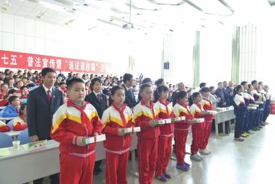 甘肃省高院送法进校园 莫让校园欺凌成为孩子成长路上的阴影(图)