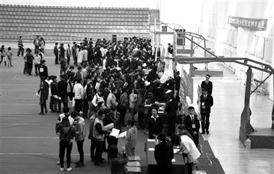 兰州交通大学博文学院举行新疆建设兵团校园招聘双选会(图)