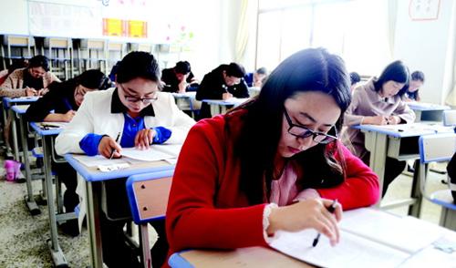 甘肃省2017年考试录用公务员笔试举行 7305人竞争天水市的116个公务员和参照公务员岗位