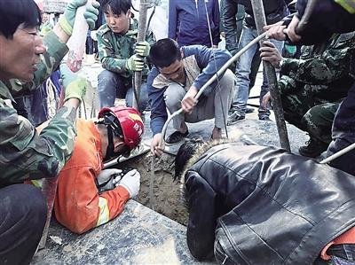 兰州女工不慎坠落井桩 一场徒手挖刨的生命营救开始了