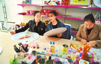 张掖临泽建立妇女手工编织创业基地 为当地妇女增加就业渠道