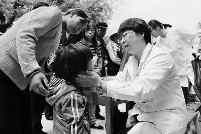 【记者关注】奉献爱心的志愿者团队(图)