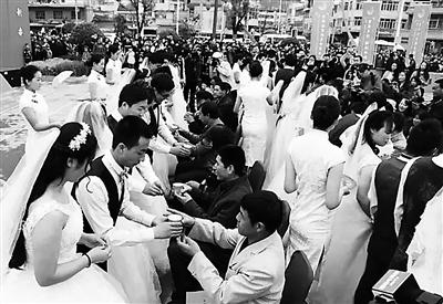 陇南50对新人举行集体婚礼(图)