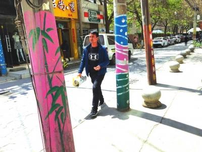 """兰州畅家巷手绘电线杆给城市""""牛皮癣""""微整容"""