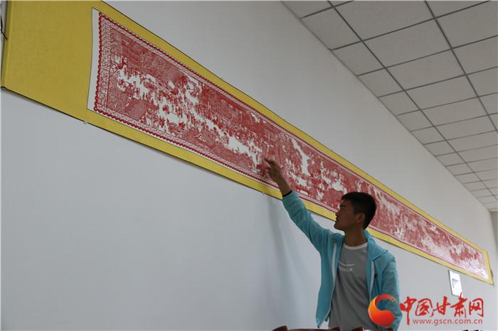 兰州工业学院学子匠心巧手剪出《清明上河图》10米长卷(组图)
