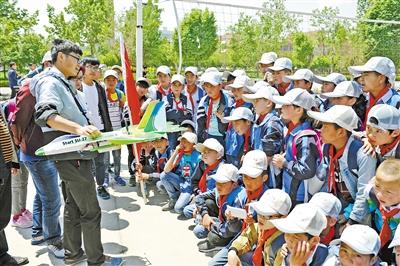 临夏州东乡县180名小学生走进大学校园体验生活(图)