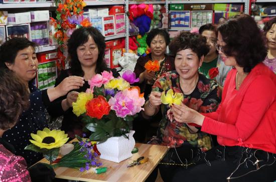 武威凉州区手工编织基地带动当地妇女实现居家就业(图)