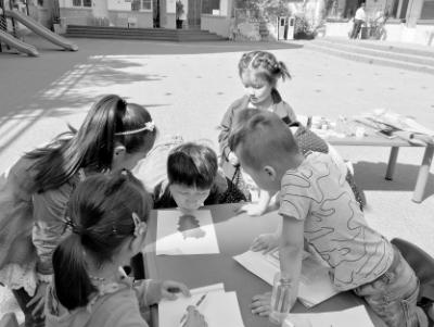"""""""幸福童年 为爱添彩""""留守儿童才艺大赛在陇南武都区尚学幼儿园举行(图)"""