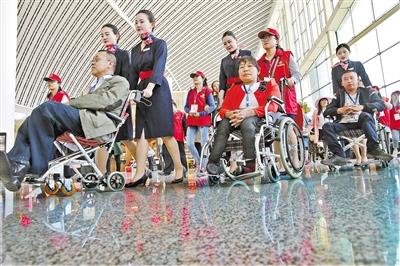 10名残障人士兰州中川机场体验无障碍乘机服务