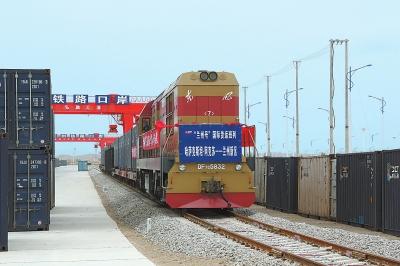 """""""兰州号""""中亚国际货运回程班列抵达兰州口岸兰州新区作业区(图)"""
