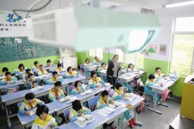"""甘肃陇南:山乡孩子乐享""""电子课堂""""优质教育(图)"""