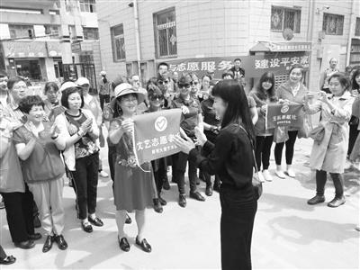 """兰州雁西路社区举办""""创文明城市·粽香进社区""""志愿服务活动(提)"""