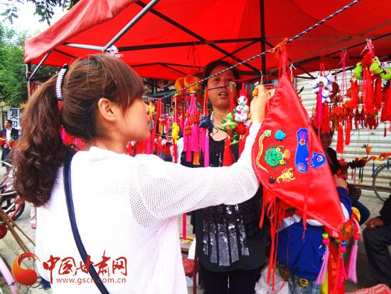庆阳宁县:小香包大产业
