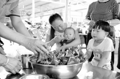陇南市民丰富多彩的端午节